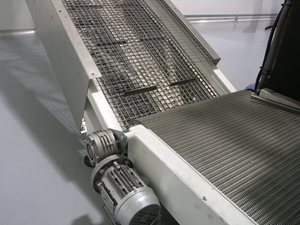 Conveyor belts are essential to the food industry, but which is best - plastic or metal?